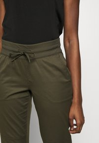 The North Face - WOMEN'S APHRODITE PANT - Pantalones montañeros largos - new taupe green - 3