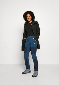 The North Face - WOMEN'S LIGHTNING TECH PANT - Pantalons outdoor - blue wing teal/urban navy - 1