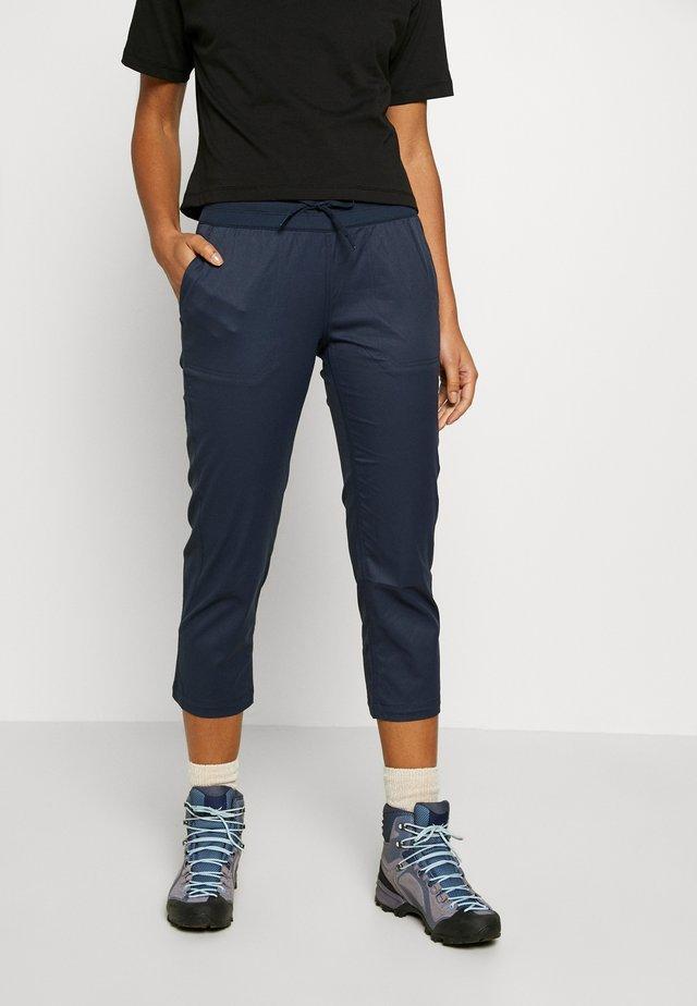 WOMEN'S APHRODITE CAPRI - Outdoorové kalhoty - urban navy