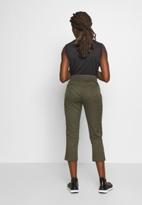 The North Face - WOMEN'S APHRODITE CAPRI - Friluftsbukser - new taupe green - 2