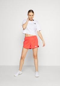The North Face - WOMEN'S ACTIVE TRAIL RUN SHORT - Korte sportsbukser - cayenne red - 1