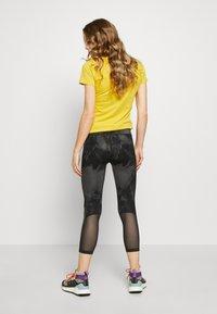 The North Face - WOMENS VARUNA CROP - Leggings - asphlt grey - 2