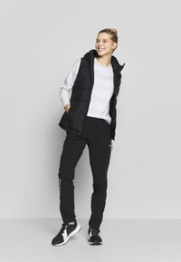 The North Face - WOMENS VARUNA PANT - Spodnie materiałowe - black - 1
