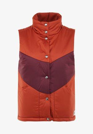SYLVESTER VEST - Vest - picante red/deep garnet red