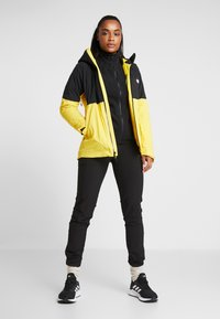 The North Face - IMPENDOR INSULATED JACKET NEW - Ulkoilutakki - vibrant yellow - 1