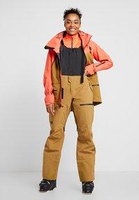 The North Face - W PURIST FutureLight™ JACKET - Skijakke - radiant orange/british khaki - 1