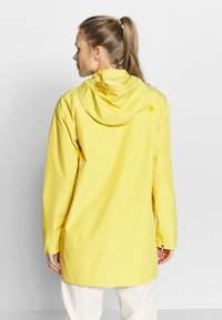 The North Face - WOMENS WOODMONT RAIN JACKET - Outdoorjas - bamboo yellow - 2