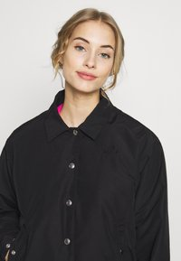 The North Face - WOMEN'S COACH JACKET - Outdoorjacke - black - 4