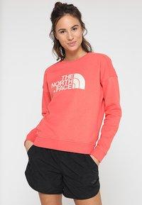 The North Face - DREW PEAK CREW - Sweatshirt - spiced coral - 0