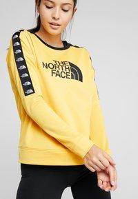 The North Face - CREW - Bluza - yellow - 4