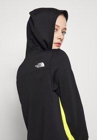 The North Face - WOMENS ACTIVE TRAIL SPACER - Treningsskjorter - black/lemon - 3