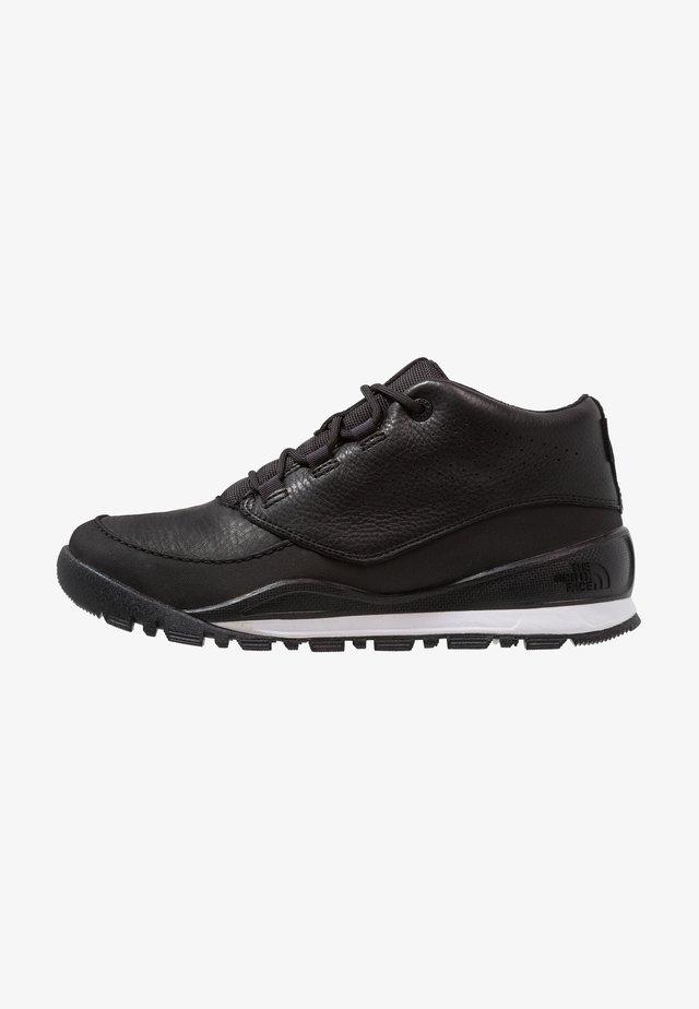 M EDGEWOOD CHUKKA URBAN - Zapatillas de senderismo - black/white