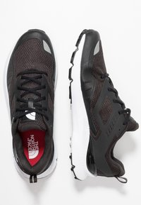The North Face - MEN'S ROVERETO - Trail running shoes - black/white - 1