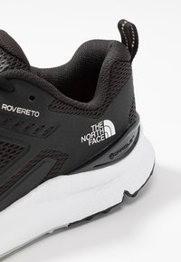 The North Face - MEN'S ROVERETO - Trail running shoes - black/white - 5