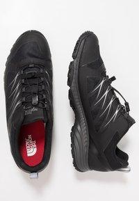 The North Face - FASTLACE GTX - Zapatillas de senderismo - black/metallic - 1