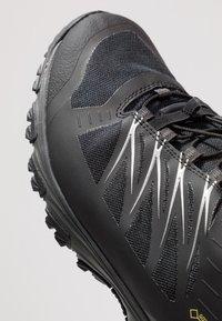 The North Face - FASTLACE GTX - Zapatillas de senderismo - black/metallic - 5