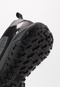 The North Face - TRUXEL - Zapatillas de senderismo - black/ebony grey