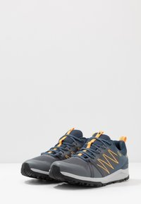 The North Face - MEN'S LITEWAVE FASTPACK II WP - Vaelluskengät - zinc grey/shady blue