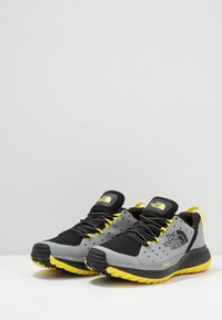 The North Face - MEN'S ULTRA ENDURANCE XF - Zapatillas de trail running - griffin grey/black - 2