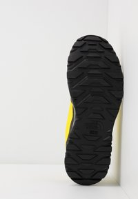 The North Face - M ACTIVIST FUTURELIGHT - Vaelluskengät - lemon/black - 4