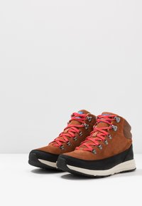 The North Face - MEN'S BACK-TO-BERKELEY REDUX REMTLZ LUX - Vaelluskengät - caramel cafe/black - 2