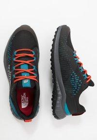 The North Face - ULTRA TRACTION FUTURELIGHT™ - Obuwie do biegania Szlak - black/baja blue - 1