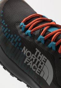 The North Face - ULTRA TRACTION FUTURELIGHT™ - Obuwie do biegania Szlak - black/baja blue - 5