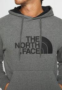 The North Face - MENS DREW PEAK HOODIE - Bluza z kapturem - medium grey heather/black - 4