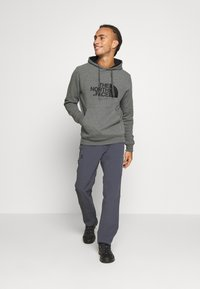 The North Face - MENS DREW PEAK HOODIE - Bluza z kapturem - medium grey heather/black - 1
