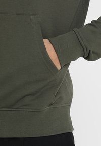 The North Face - MENS LIGHT DREW PEAK HOODIE - Bluza z kapturem - new taupe green - 4