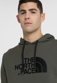The North Face - MENS LIGHT DREW PEAK HOODIE - Bluza z kapturem - new taupe green - 3