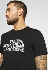 The North Face - WOODCUT DOME TEE - T-shirt med print - black - 3