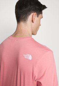 The North Face - MENS SIMPLE DOME TEE - Basic T-shirt - mauveglow - 4