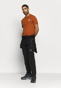 The North Face - MENS SIMPLE DOME TEE - T-shirts - caramel cafe - 1