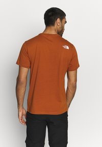 The North Face - MENS SIMPLE DOME TEE - T-shirts - caramel cafe - 2