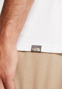 The North Face - MEN'S EASY TEE - T-shirt print - white/britsh khaki - 4