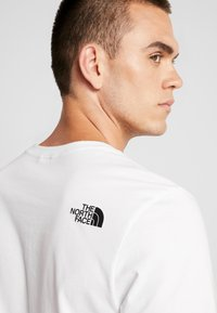 The North Face - MEN'S EASY TEE - T-shirt print - white/britsh khaki - 6