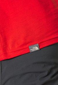 The North Face - MEN'S EASY TEE - T-shirt z nadrukiem - fiery red/tnf black - 6