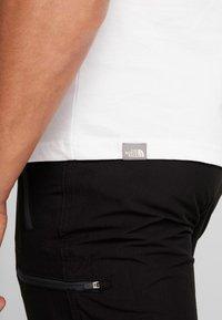 The North Face - RED BOX TEE - T-shirt con stampa - white/british khaki - 4