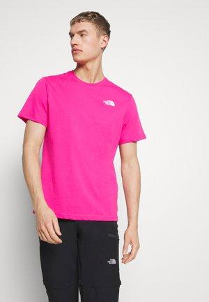 MEN'S REDBOX TEE - T-shirt z nadrukiem - pink