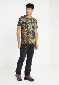 The North Face - MEN'S REDBOX TEE - T-shirt print - olive - 1