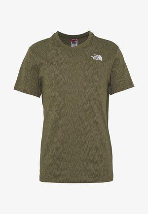 MEN'S REDBOX TEE - Print T-shirt - burntolivegrnraincamoprnt