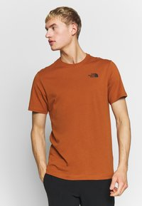 The North Face - MEN'S REDBOX TEE - T-shirt con stampa - caramel cafe - 0