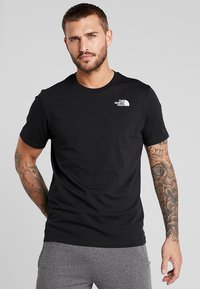 The North Face - MEN'S REDBOX TEE - T-shirt z nadrukiem - black - 0