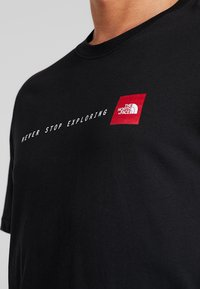 The North Face - MENS NEVER STOP EXPLORING TEE - T-shirt imprimé - black - 5