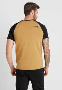 The North Face - RAGLAN EASY TEE  - T-shirt z nadrukiem - british khaki - 2