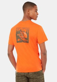 The North Face - CELEBRATION TEE - T-shirt z nadrukiem - orange - 2