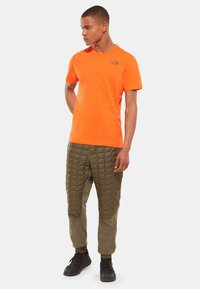 The North Face - CELEBRATION TEE - T-shirt z nadrukiem - orange - 1