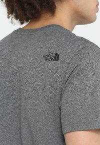The North Face - T-shirt con stampa - med grey heather - 5