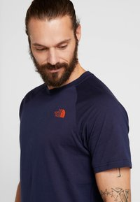 The North Face - TEE - T-shirt z nadrukiem - montague blue - 4